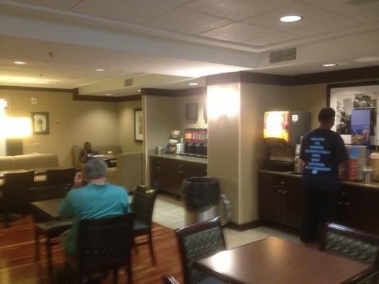 Hampton Inn Silver Spring: breakfast area