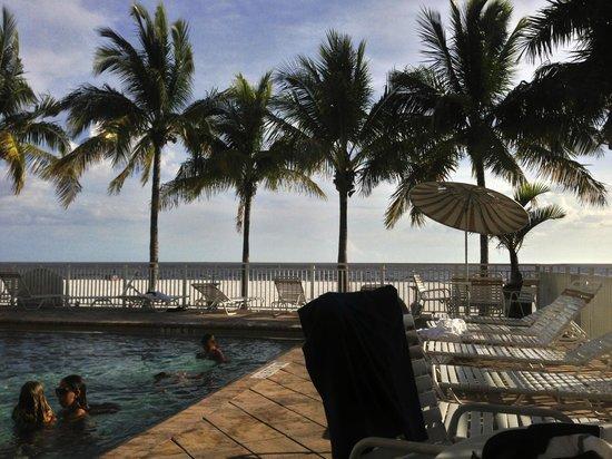 Best Western Plus Beach Resort: pool area off the beach