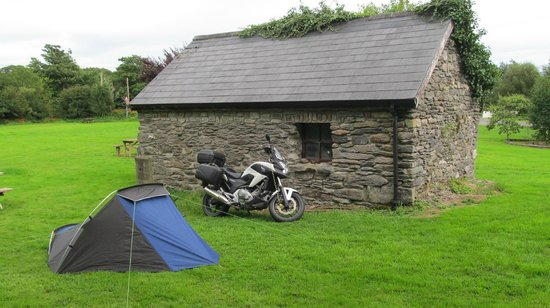 Hungry Hill Lodge and Campsite: Great spot behind the shed