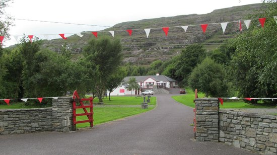 Hungry Hill Lodge and Campsite: View from the road
