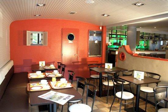 Hotel Les Pecheurs : Petit-déjeuner en salle