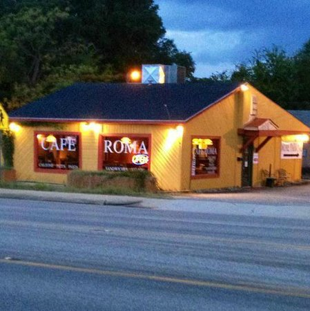 Cafe Roma: Classic look!