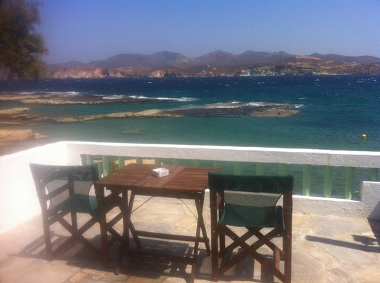 Aigialia: Breakfast table over the sea