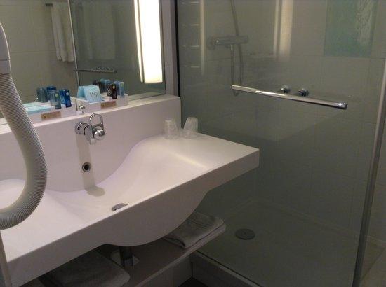 Novotel Lens Noyelles: VIP bathroom