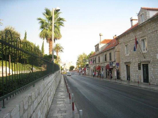 Brsalje Street: 通り
