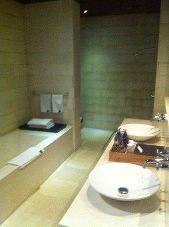 bvilla + Seaside : Bathroom