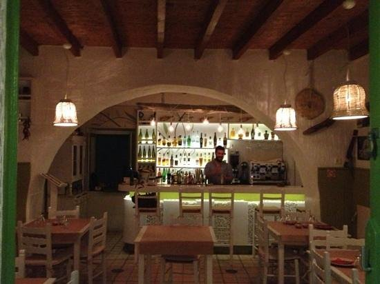 Elia Food & Drink: the crazy barman