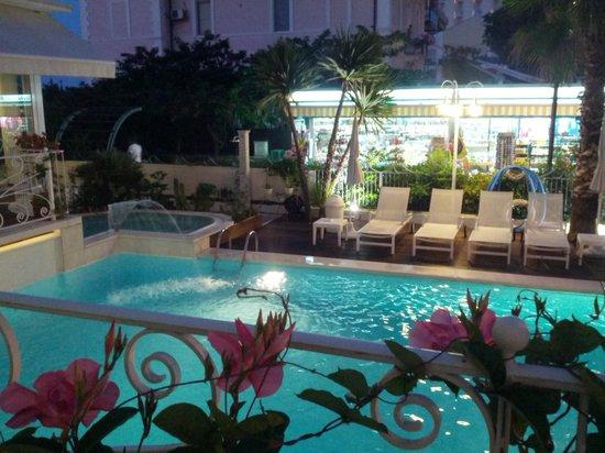 Hotel Luxor Beach: piscina hotel