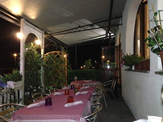 Acquamarina Locanda & Ristorante: i tavoli in veranda