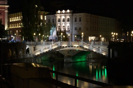 Sax Hostel: Ljubljana by night