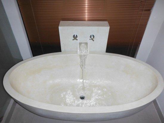 Rawai Palm Beach Resort : Salle de bains