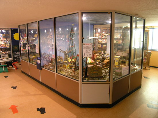 House on the Hill Toy Museum: Huge museum over 75,000 toys on display