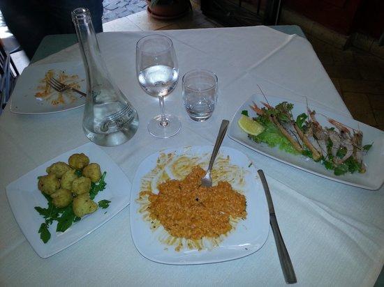Taverna Quintilia: fritteline di alghe risotto a gli scampi e  crudo di  scampetti i di mazzara del vallo
