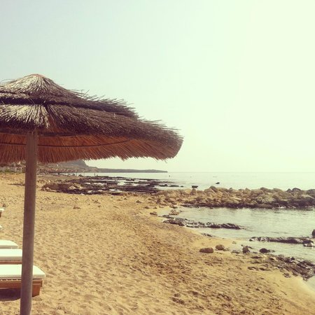 Lindos Memories: Sea and loungers