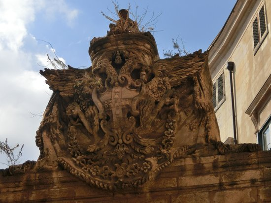 Palazzo Mirto : 門の上部