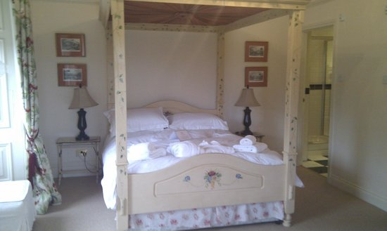 Ellingham Hall: Small part of the Duchess Suite bedroom
