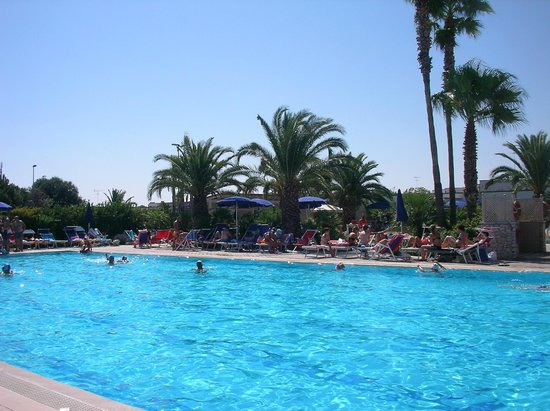 Immagine rappresentativa della piscina foto di i - Giardini di atena lecce ...
