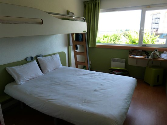 Ibis budget Saint-Malo Centre : cama principal + litera