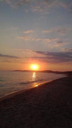 Le 4 Stagioni : vista dalla spiaggia alla sera