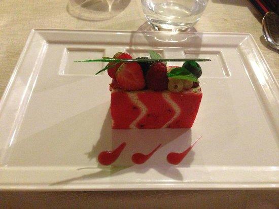 Auberge de Carcarille: Dessert - charlotte fruits rouges