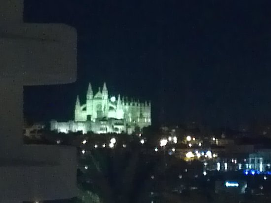 Hotel Palma Bellver Managed By Melia: View of cathedral at night