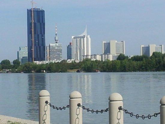 Hilton Vienna Danube Waterfront : VUE DE LA CHAMBRE