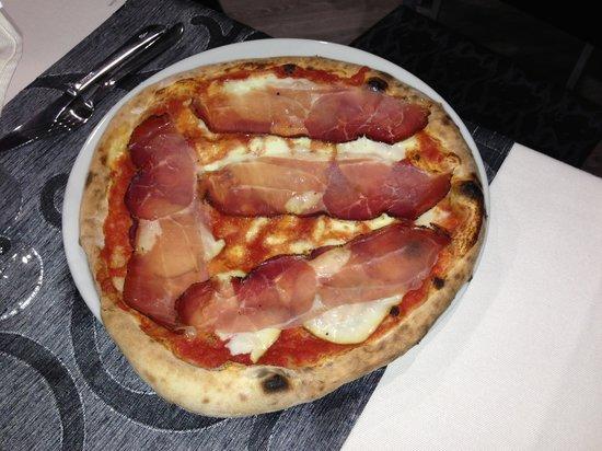 35mm Pizzeria: 4 formaggi e speck
