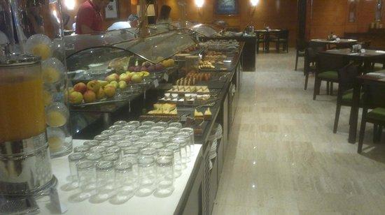 NH Collection Barcelona Gran Hotel Calderon: buffet