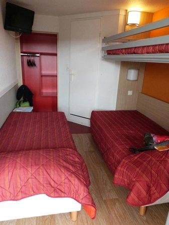 Premiere Classe Quimper: camas y armario