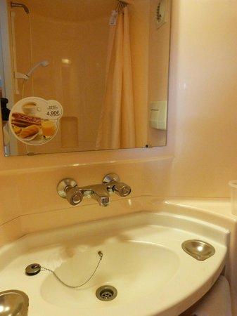 Première Classe Quimper : lavabo
