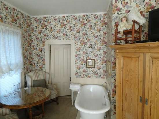 Bradford Place Inn and Gardens: Carol Channing's bedroom 3