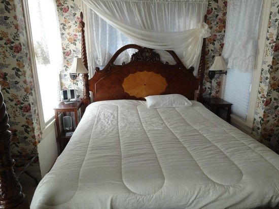 Bradford Place Inn and Gardens: Carol Channing's bedroom 2