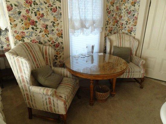 Bradford Place Inn and Gardens: Carol Channing's bedroom 5