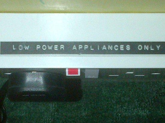 Dunnikier House Hotel: Faulty plug socket