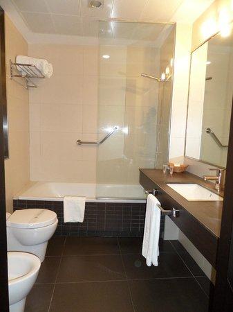 Hotel San Gil : Lavabo con bañera, grande