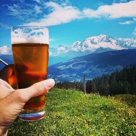 La Petite Ravine: Une bière face au Mont-Blanc