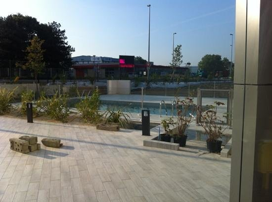 Ibis Budget Valence Sud : new pool at Ibis Budget Valence