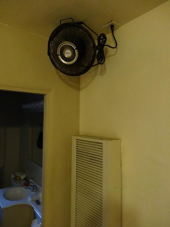 Americas Best Value Inn: The only cooling element