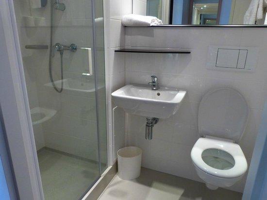 Premiere Classe La Rochelle Centre - Les Minimes : baño