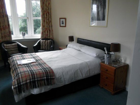 Park Lodge Hotel: Comfy bed (ice buck on request for own champagne!)