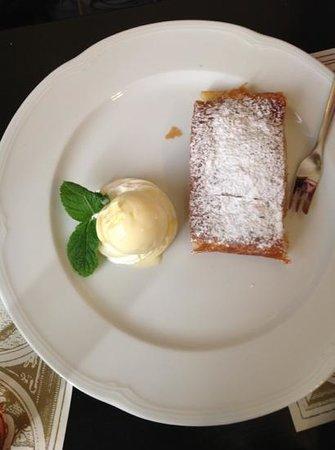 Restaurant Vikarka: Apple Strudel