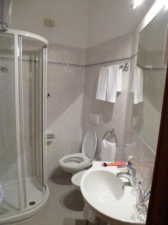 Hotel Europa & Concordia : bagno piccolo..