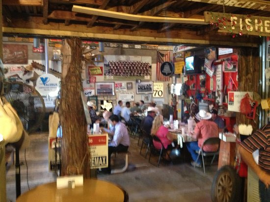 KD's Bar-B-Q: Clean, very nice, cool  and great staff!