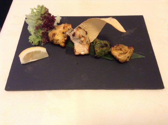 Kurries And Steaks : Mix tikka platter- Chicken tikka, Malai tikka, Hariyali tikka and Achari tikka