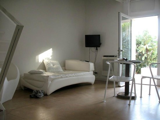 Balarte Hotel : Zona giorno della nostra stanza.