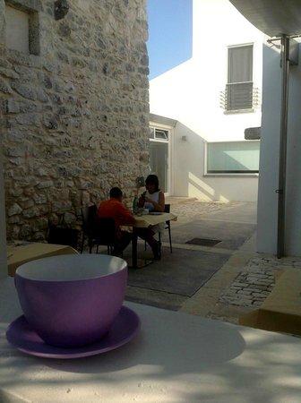 Balarte Hotel : A colazione nel cortile interno.