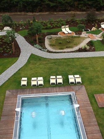 Falkensteiner Hotel Schladming : piscina esterna dalla camera