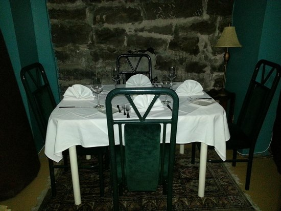 Petit Cavalier: Table in the Wine Cellar