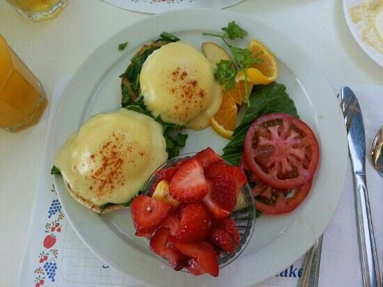 Paula's Pancake House: Eggs Florentine. (Eggs Benedict with spinach)
