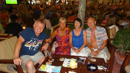 Karbel Beach Hotel: Garden bar on the main strip